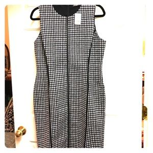 Black and white houndstooth-printed dress